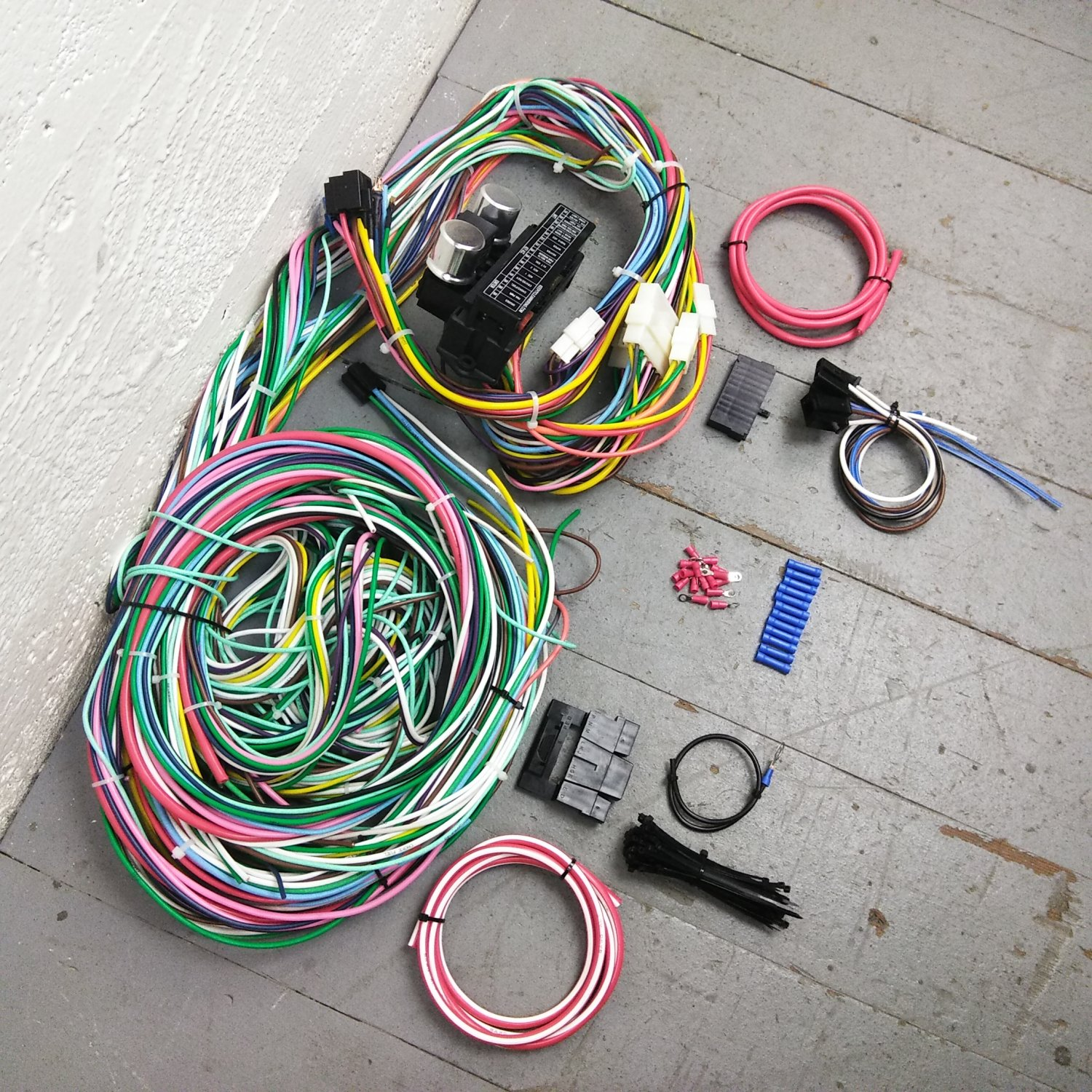 1970 - 1974 Dodge Challenger Wire Harness Upgrade Kit fits painless  complete new. Bar_Product_Description_C